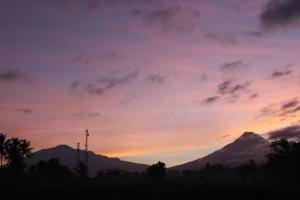 Sunrise Merapi dari sudut pandang kampung tetangga :D